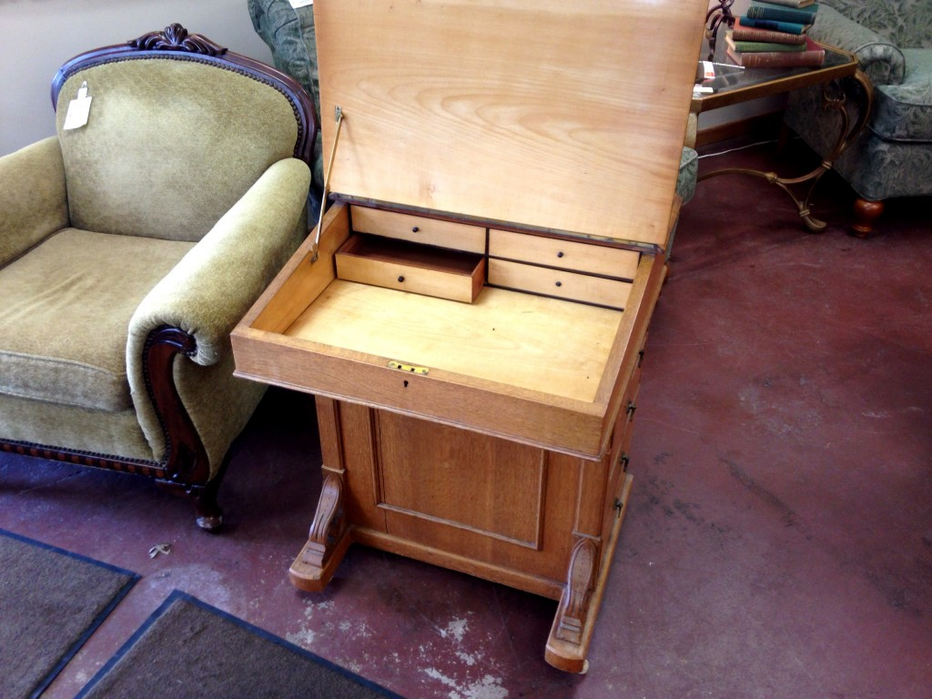 correspondence-desk-2